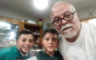INCENTIVO: POR UN 10 EN EL COLE LES REGALAN UNA DOCENA DE FACTURAS