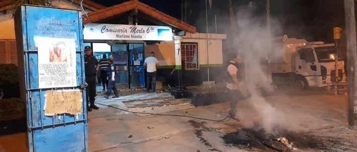 LOCURA TOTAL: DESTROZARON LA COMISARÍA DE MARIANO ACOSTA POR UNA FALSA DENUNCIA