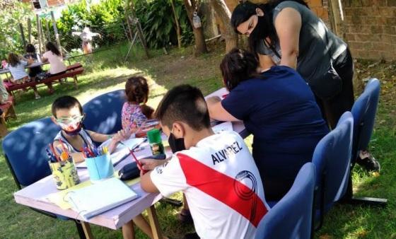 ENAMORATE ITUZAINGÓ ENTREGÓ TARJETAS DE CONECTIVIDAD GRATUITA A ESTUDIANTES