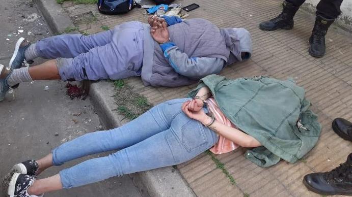 TIROTEO ENTRE DOS POLICIAS Y DELINCUENTES EN CIUDADELA: DOS DETENIDOS